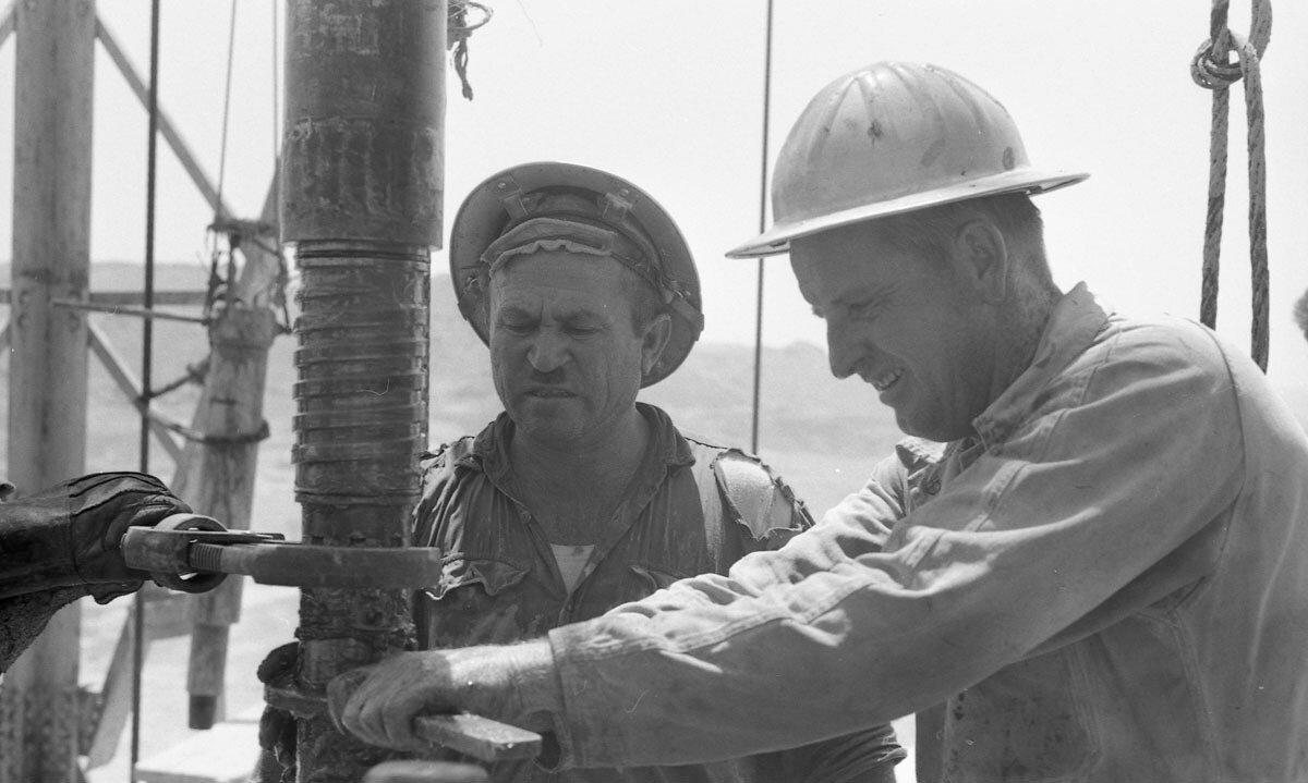 58. Работники нефтяной промышленности, Иран, 1958