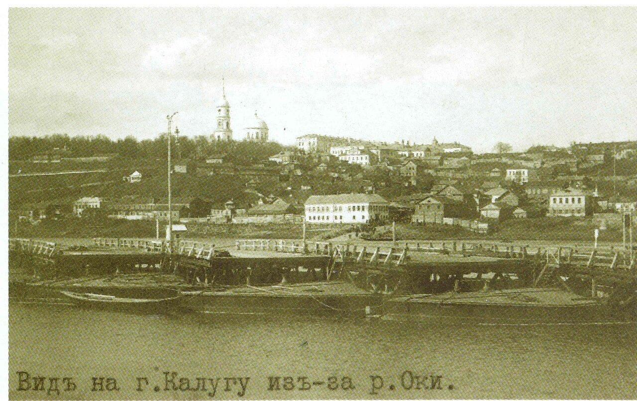 Вид на город Кулугу из-за реки Оки