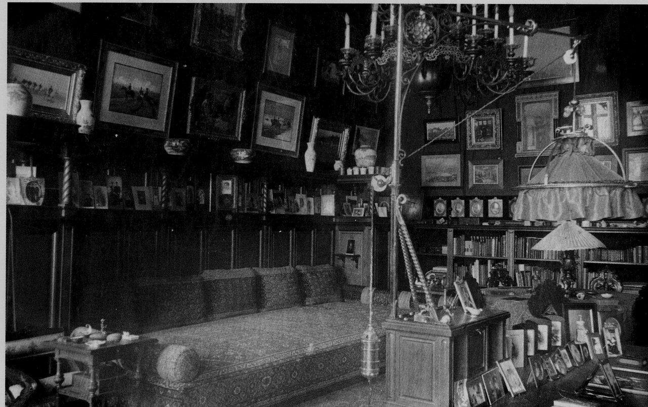 1900. Кабинет М.А. Антипина в Гостинном ряду. г. Калуга