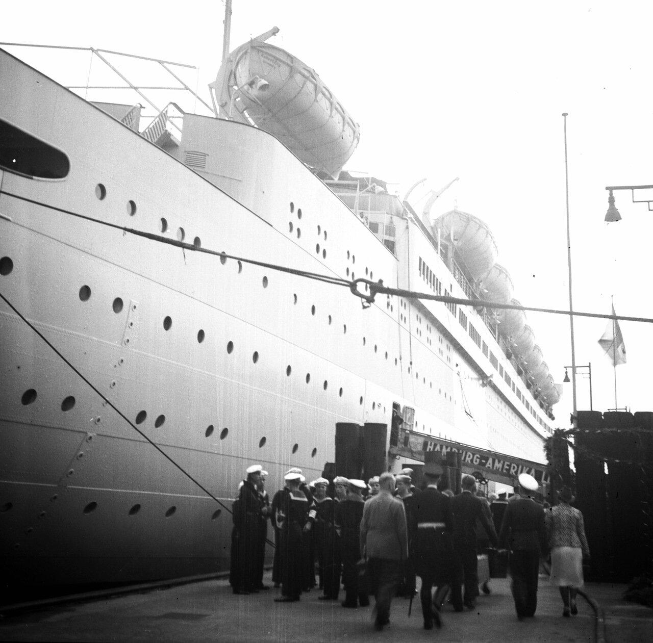 1939. Гамбург, немецкий круизный лайнер «Роберт Лей»