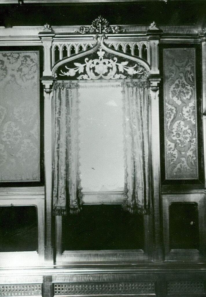16. Дверь кабинета в поезде