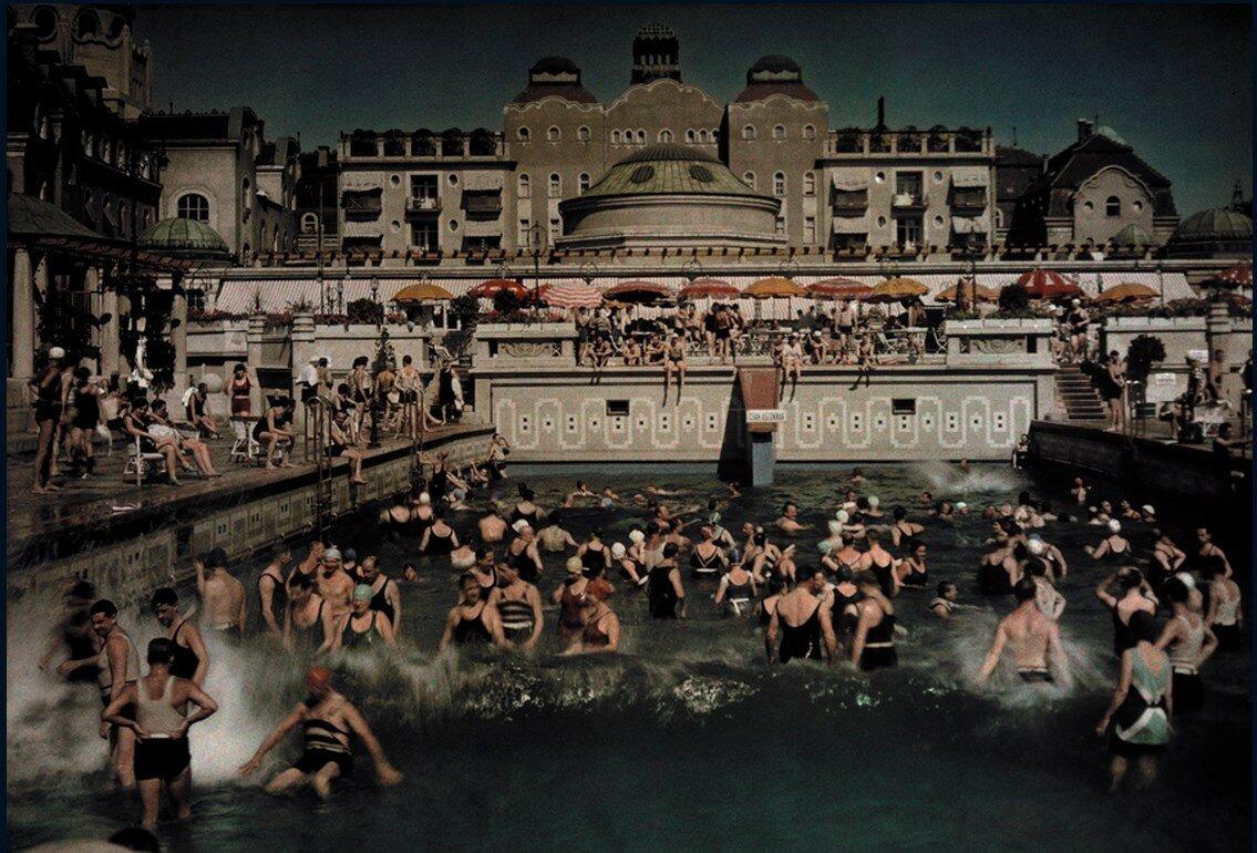 1930. Венгрия. Бани «Геллерт», открытый бассейн на берегу Дуная. Будапешт