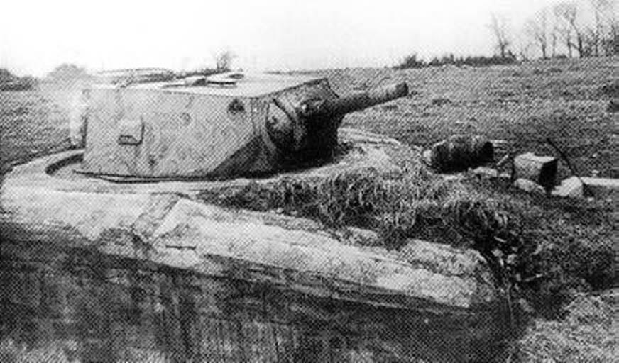 Несколько готовых башен тяжелого танка Р40 были использованы как неподвижные огневые точки на линии Анцио в 1944 году.