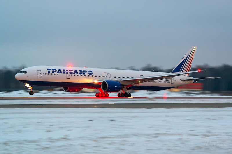 Boeing 777-312 (EI-UNN) Трансаэро D803583