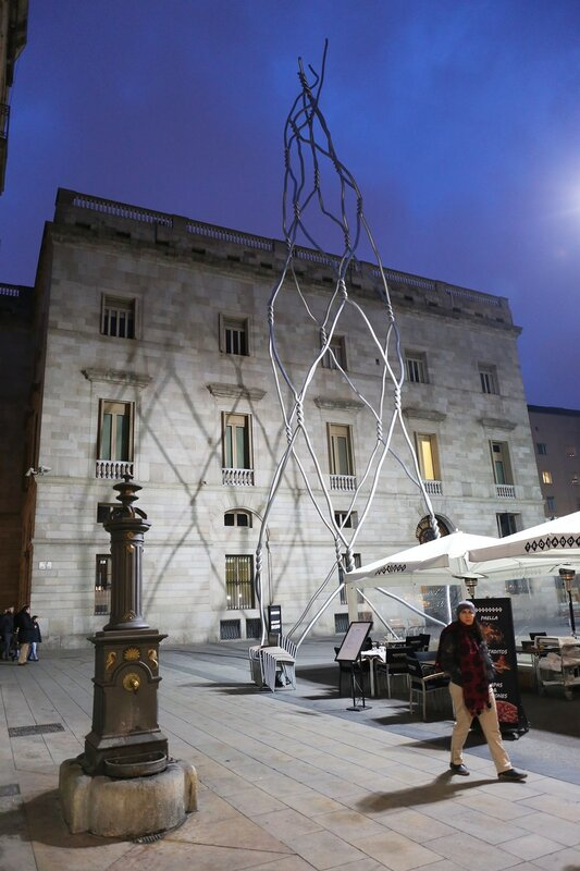 Памятник строителям живых башен (Los Casteleros), Барселона