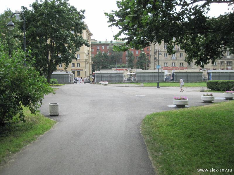 Московский парк Победы. Торговые павильоны на юго-западном углу парка.