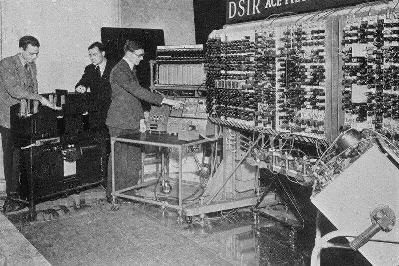 a look at the first computers in the world