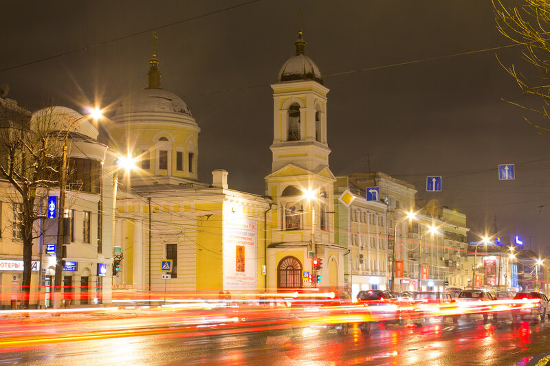 Вознесенский храм в Твери ночью в декабре