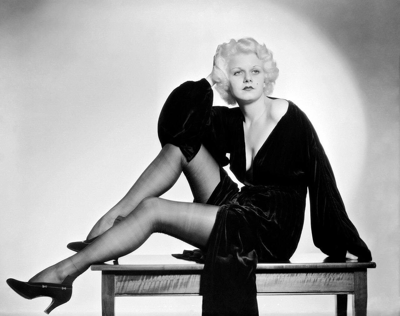 1931: American actress and sex symbol Jean Harlow (1911 - 1937) shows off her long stockinged legs as Ann Schuyler in 'Platinum Blonde', directed by Frank Capra.