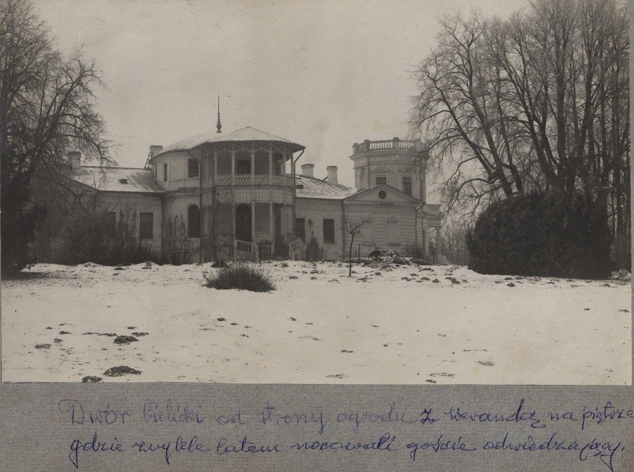 Дворец зимой