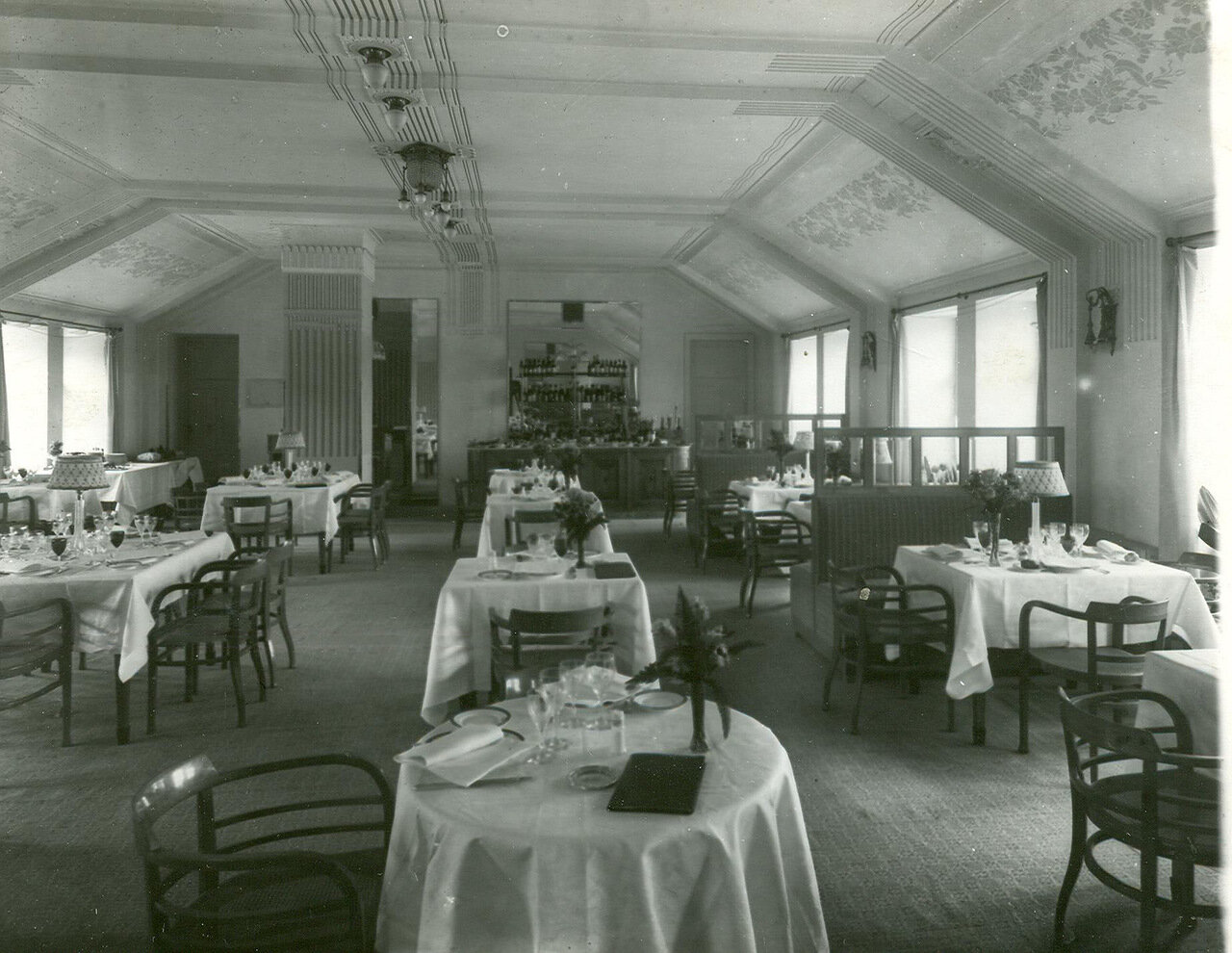 Зал ресторана гостиницы «Селект» (Лиговская улица, 44)