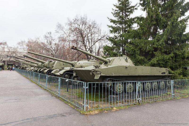 Экспозиция бронетехники в Центральном Музее Вооруженных сил