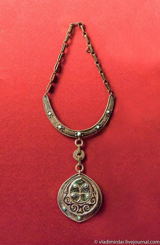 Колье «Весна». Манаба Магомедова.1971. Серебро, металл, бирюза; гравировка, скань, зернь, чернь.