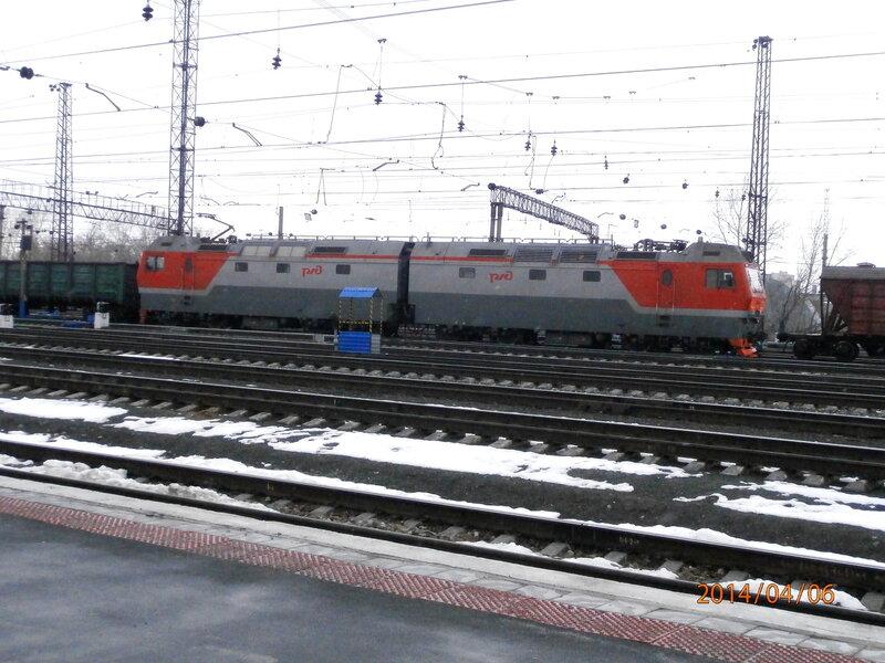 Электровоз 2ЭС6 с чётным грузовым поездом