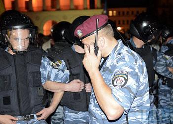 В Киеве активисты Майдана избили милиционеров на глазах у десятков прохожих