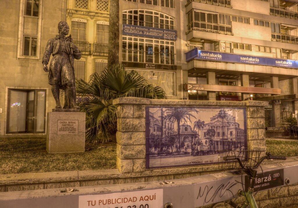 Castellon de la Plana,  Кастельон де ла Плана.   Plaza La Paz