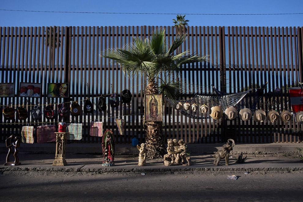 17. Захоронение незаконных мигрантов, 14 февраля 2017. (Фото Jim Watson):