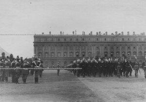 Император Николай II  и высший офицерский состав принимают парад полка на Марсовом поле.