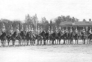 Конные офицеры полка  на параде.