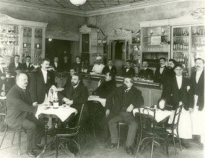 Буфетная стойка и часть зала ресторана Доминик (Невский проспект, 24).
