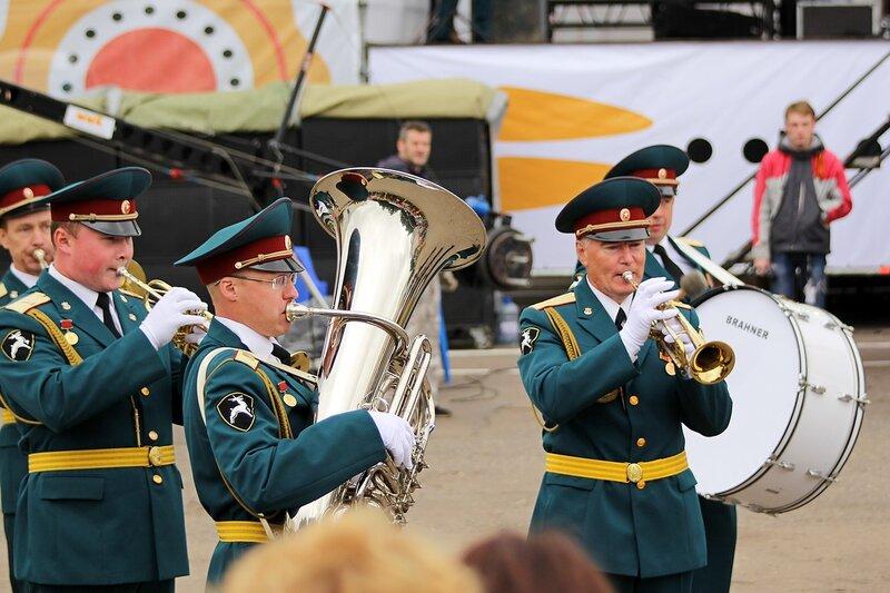 выступление оркестра «Северная Звезда» под управлением начальника военно-оркестровой службы соединения лейтенанта Александра Гаврилина
