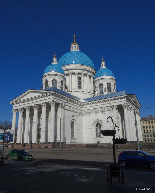Полное название собора - Собор Святой Живоначальной Троицы лейб-гвардии Измайловского полка.