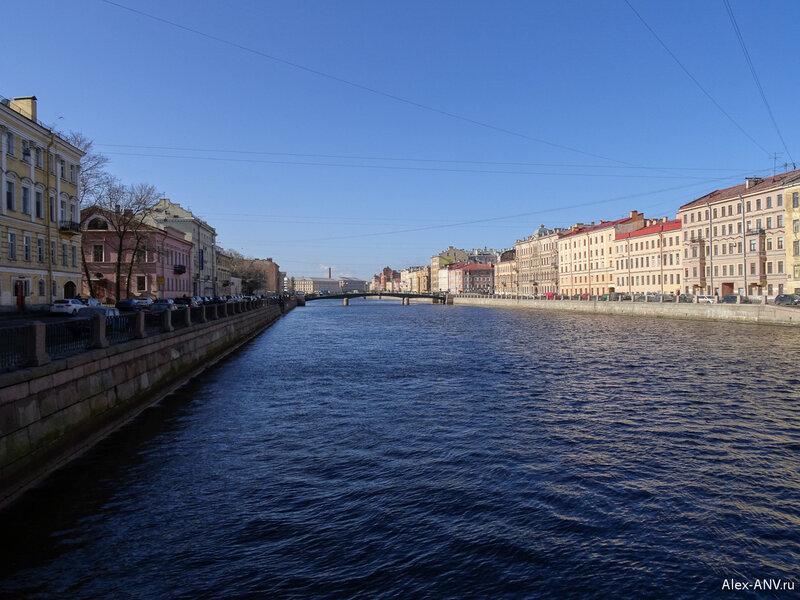 Вдалеке расположен Красноармейский мост, он только для пешеходов.
