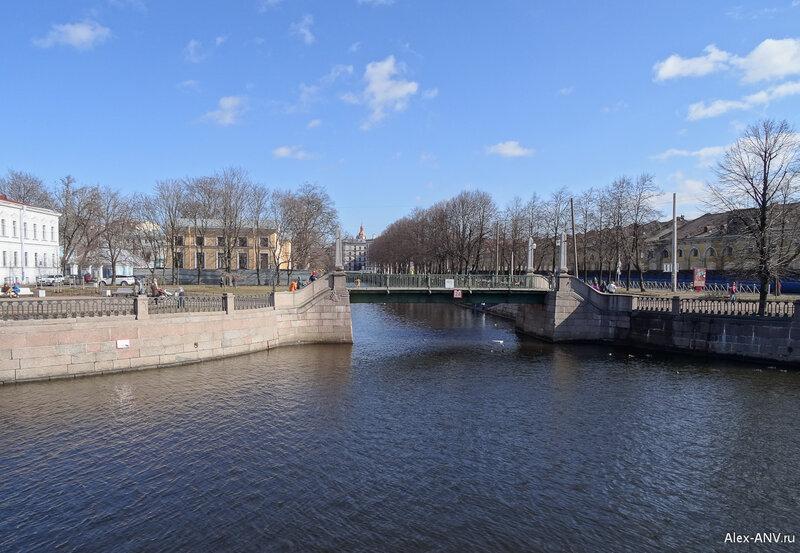 Красногвардейский мост через сужающийся в этом месте канал Грибоедова.