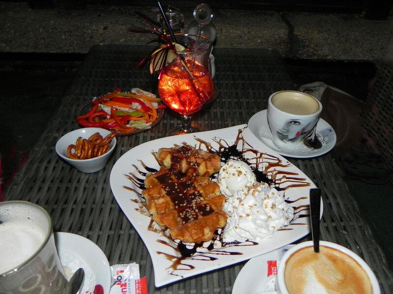 Кофе и  Брюссельские вафли.