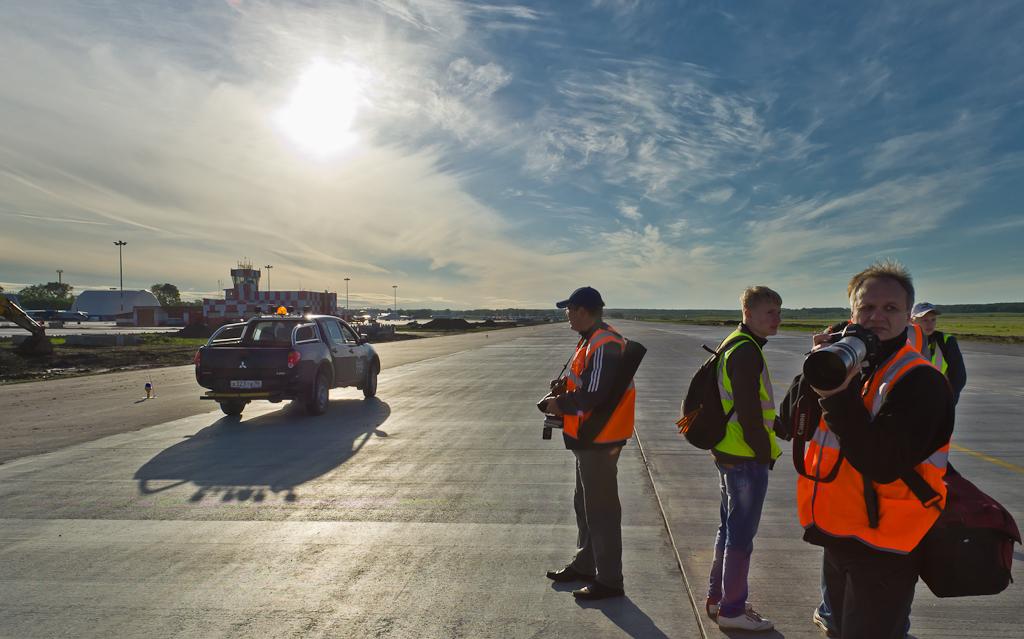 Фото 19. Споттеры и охрана аэропорта Кольцово в Екатеринбурге