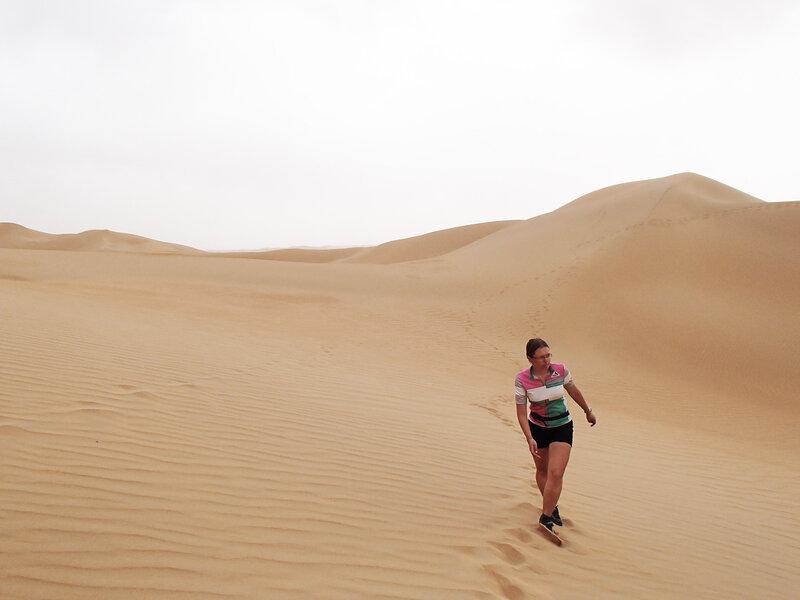 прогулка по дюнам в пустыне Кубучи (пески Кузупчи, Kubuqi desert)