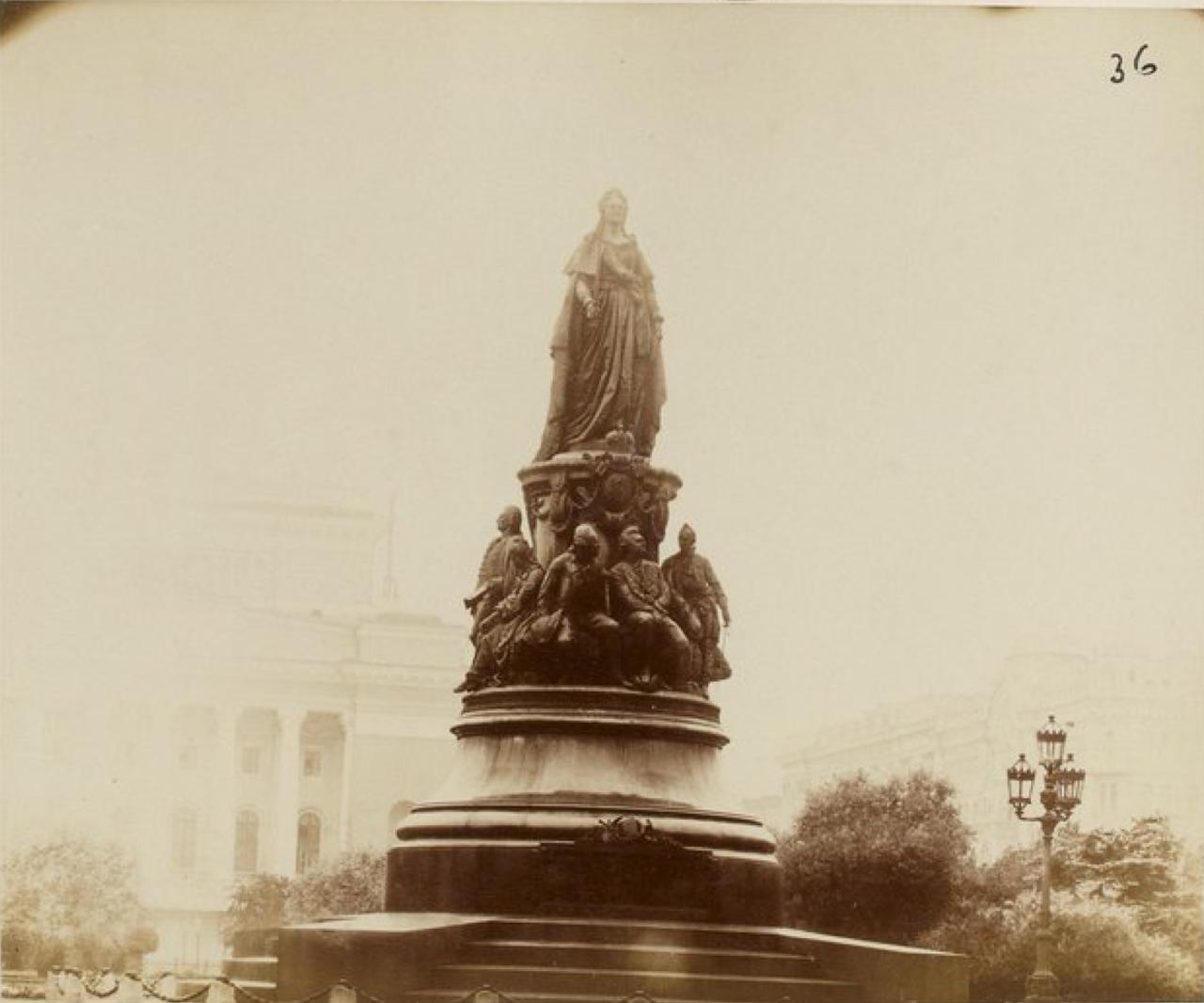 34. Памятник Екатерине II