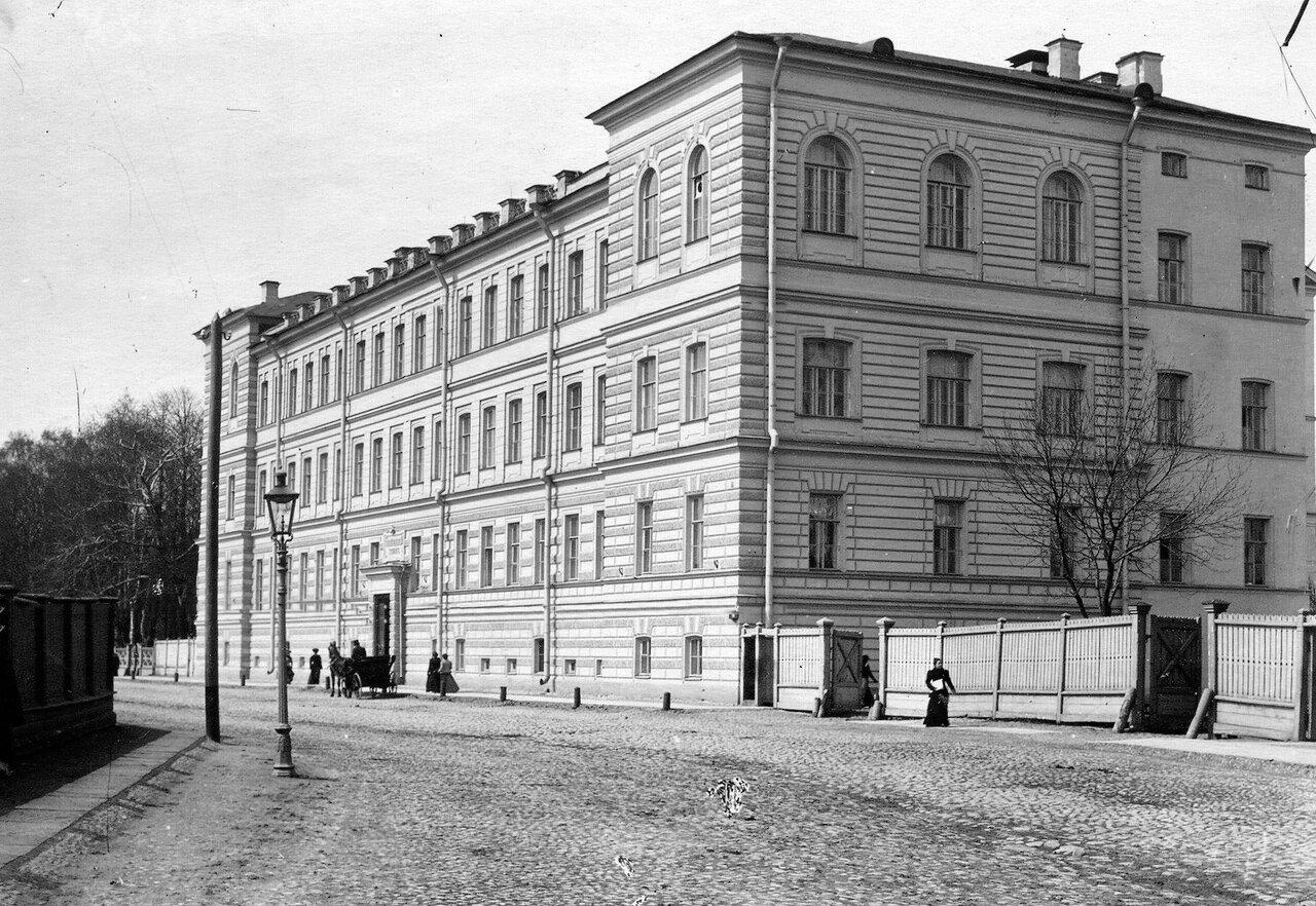 01. Фасад здания женского медицинского института. 1913