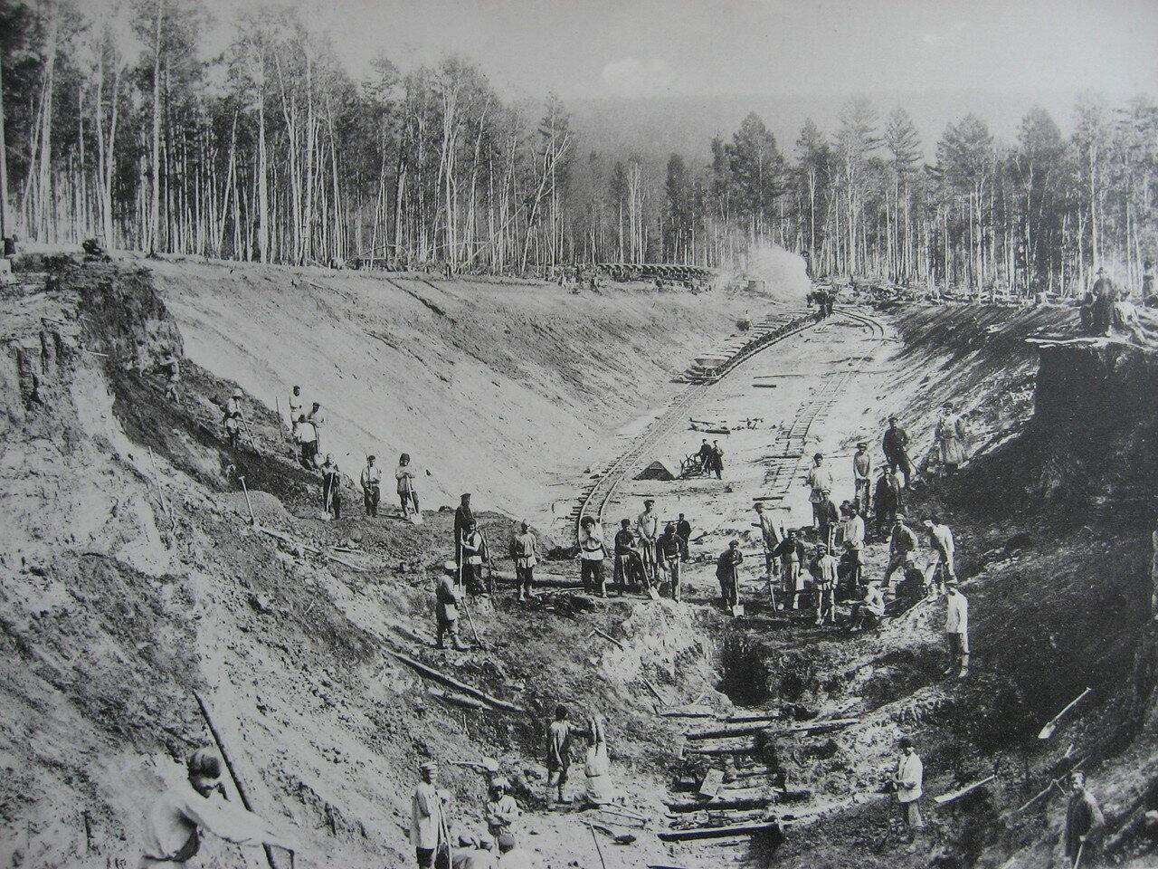 36. 2552 верста. Земляные работы на выемке. Строительный период 1908