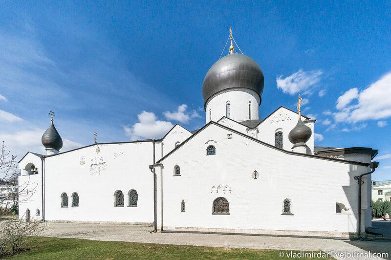 Южный фасад Покровского собора Марфо-Мариинской обители