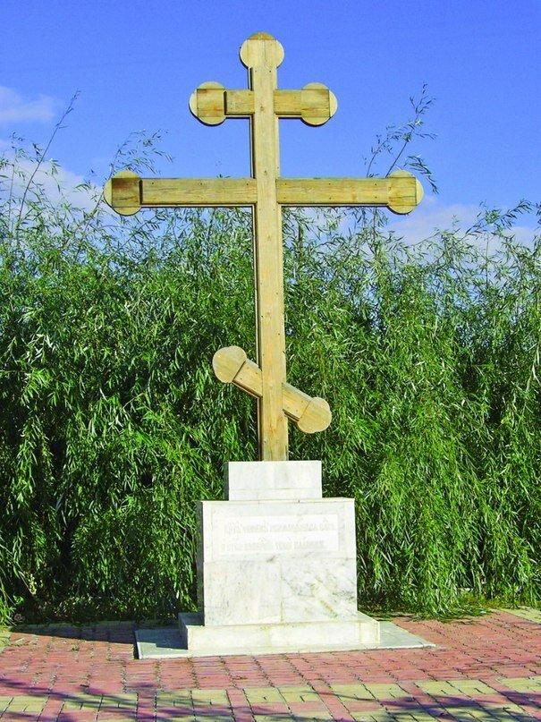 Крест на могиле новомучеников (16.04.2014)