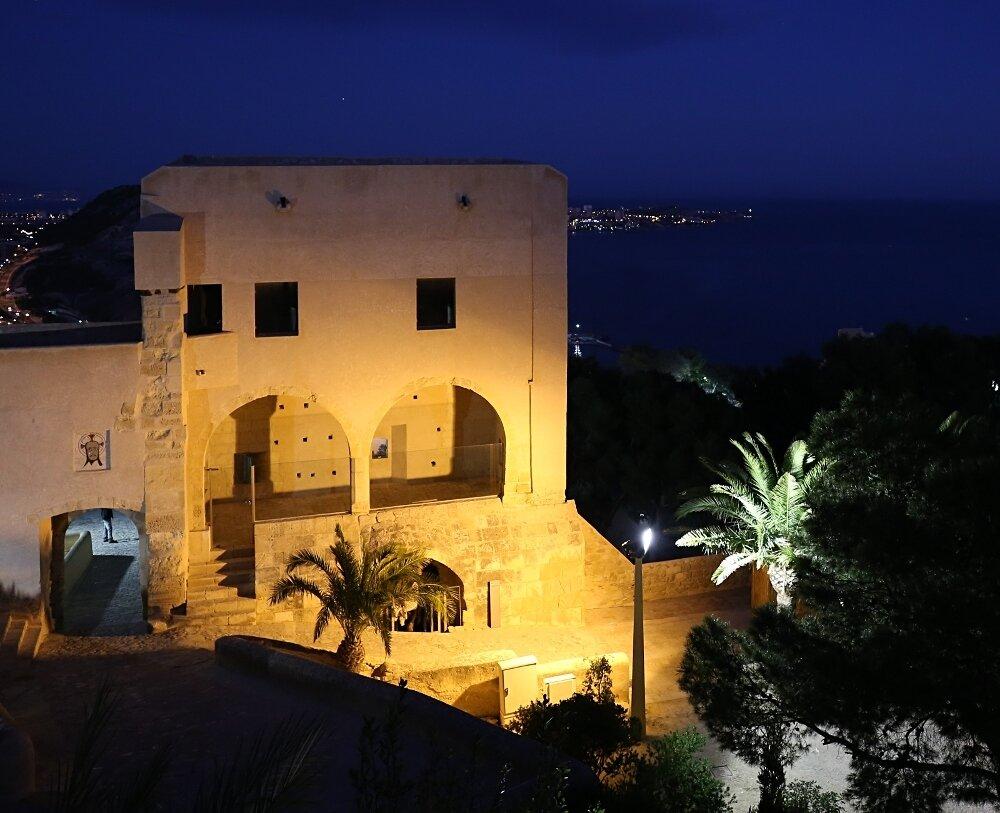 Ночной Аликанте. Крепость Санта-Барбара (Castell de la Santa Bàrbara)