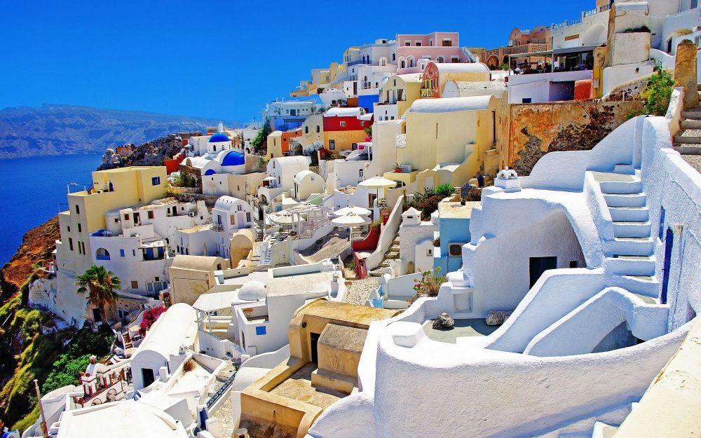 2. Санторини, Греция (© lonelyplanet.com)