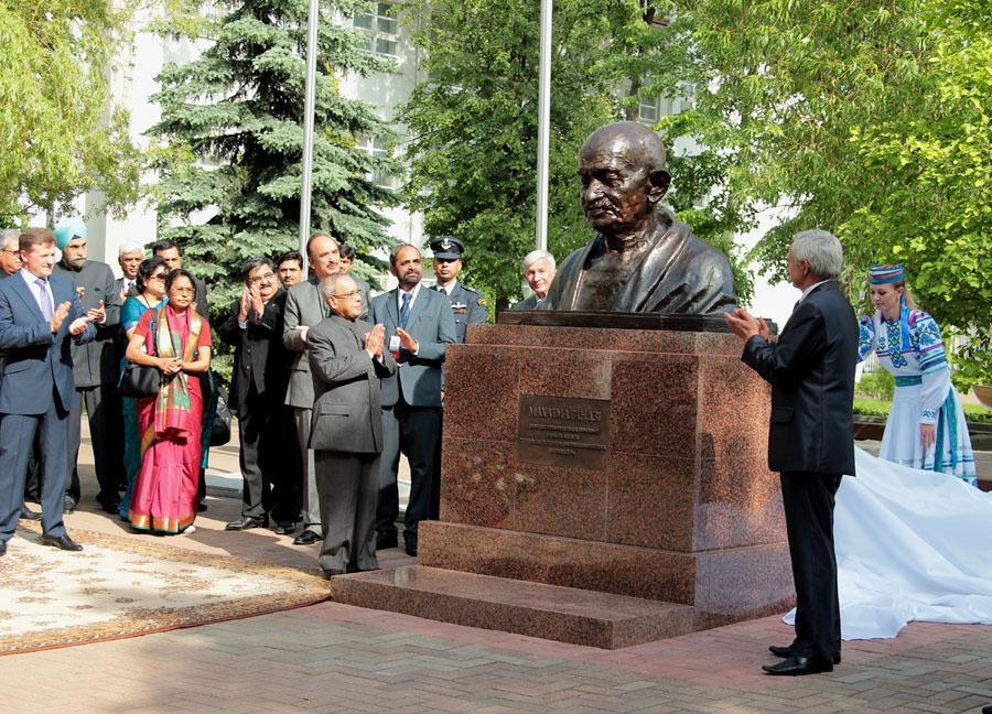 Бюст Махатме Ганди