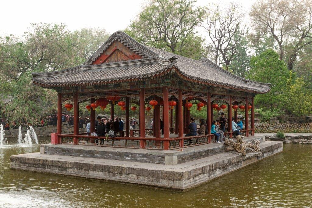 Беседка посреди пруда, резиденция князя Гуна, Пекин, Гунванфу