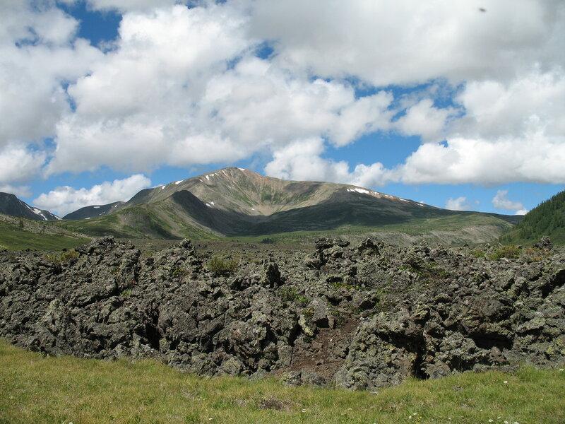 Долина вулканов. Застывшая лава
