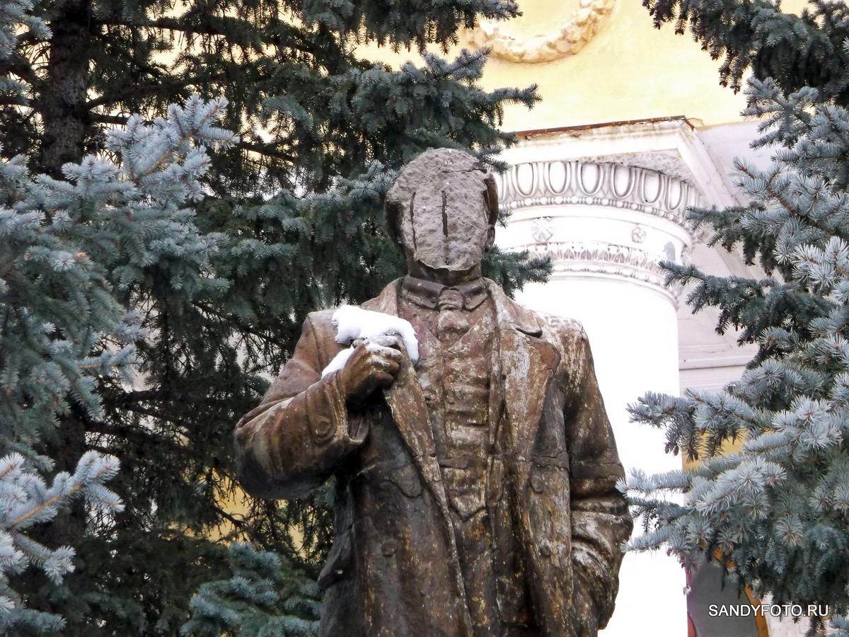 Памятнику Ленина разбили лицо