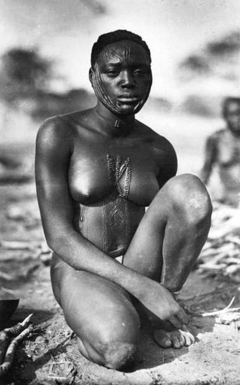 1930-е. Женщина народности сарра