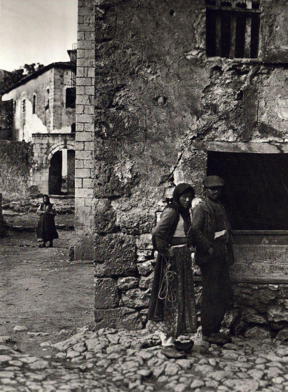 1913. Филатес
