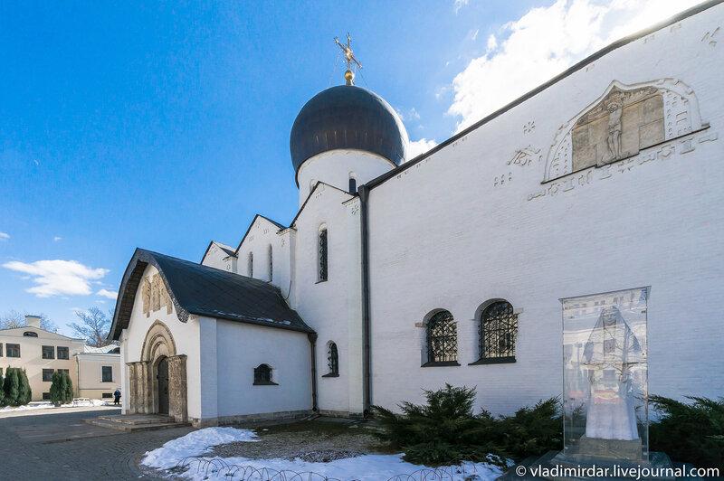 Северный фасад Покровского собора Марфо-Мариинской обители