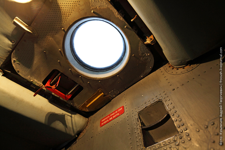 Верхний люк кабины экипажа Ил-76