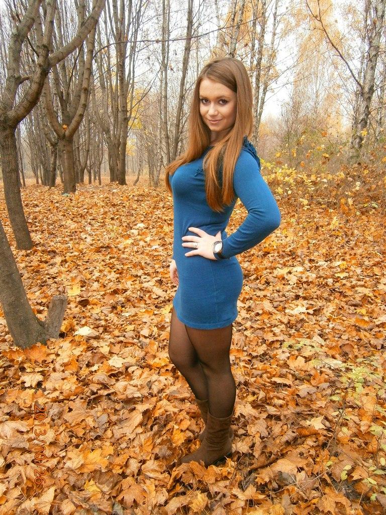 Девушки в колготках и платьях