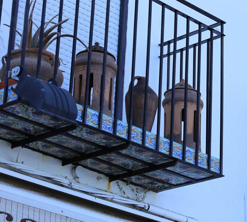 Пеньискола. Peniscola.  balcony tiles. Изразцовый балкон. керамика