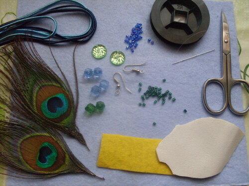 Серьги из сутажного шнура и павлиньих перьев