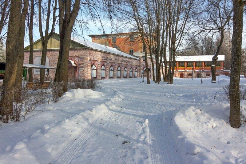 Здание бывшего крепостного театра Апраксиных и галерея, усадьба Ольгово